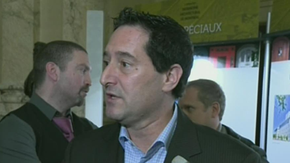 The head of the Executive Council of Montreal, Michael Applebaum, says he is disgusted by a confession that a city planner accepted bribes. (Oct. 19, 2012)