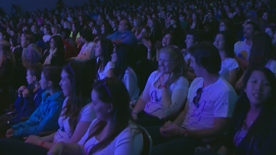We day at theatre st denis ctv montreal news for Meubles montreal st denis