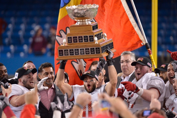 Laval University Rouge et Or Guillaume Rioux hoist