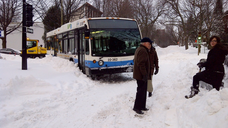 Some buses were still getting having a hard time on city streets Thursday morning, including this one at Grand and NDG Ave. (Image: CTV Cosmo Santamaria)