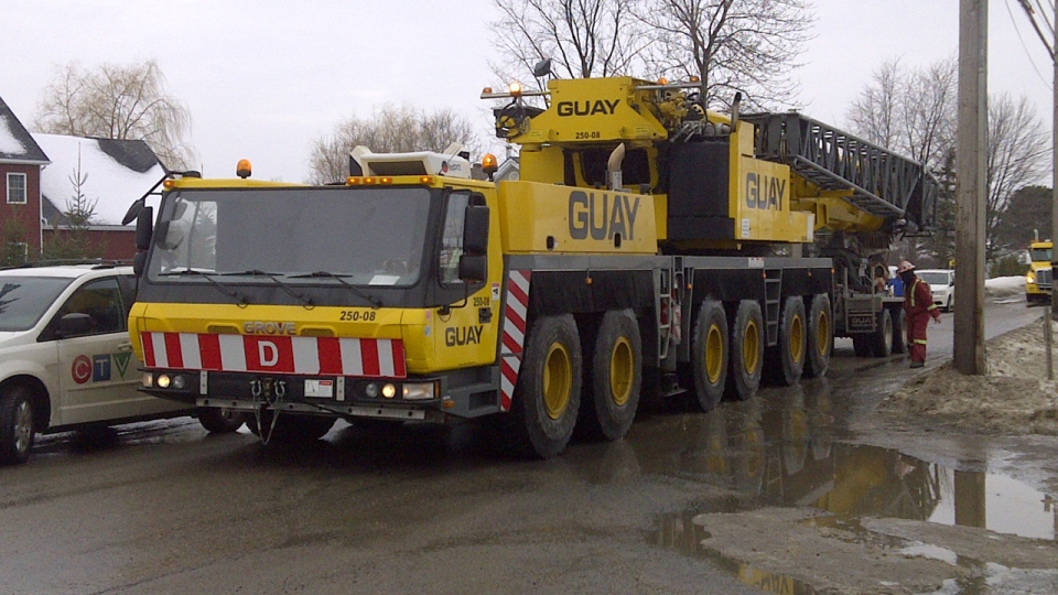 A heavy crane arrived at the Maskimo Quarry on Wednesday, Jan. 30, 2013, in order to assist the search for two missing truck drivers. (CTV Montreal/Cosmo Santamaria)