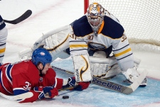 Montreal Canadiens' Travis Moen (32) slides in on