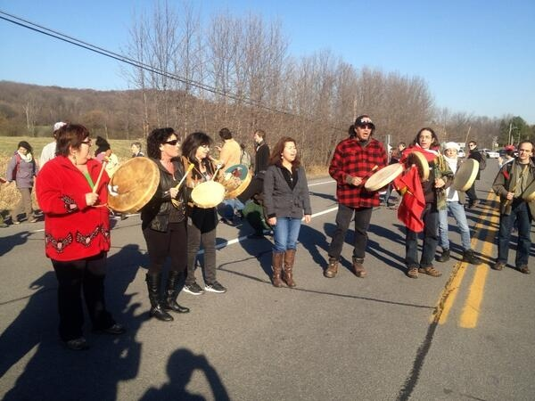 Protesters on Highway 344 in Oka rally against the Enbridge pipeline project (CTV Montreal / Maya Johnson)