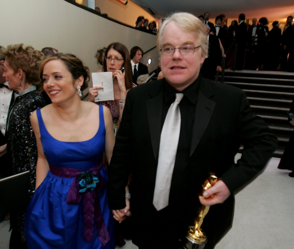 "Actor Philip Seymour Hoffman, right,winner of an Oscar for best actor in a leading role for his work in ""Capote,"" leaves the Governor's Ball with his girlfriend Mimi O'Donnell following the 78th Academy Awards Sunday, March 5, 2006, in Los Angeles. (AP Photo/Chris Carlson)"