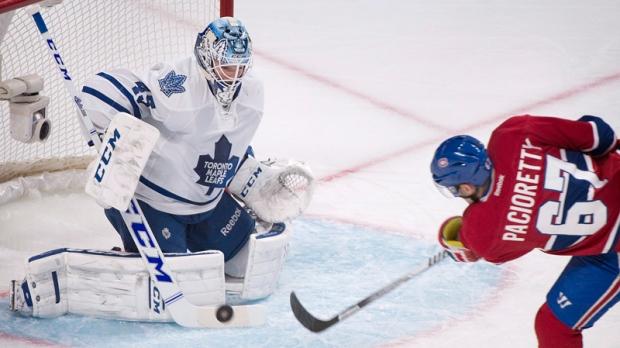 Toronto Maple Leafs goaltender Jonathan Bernier ma