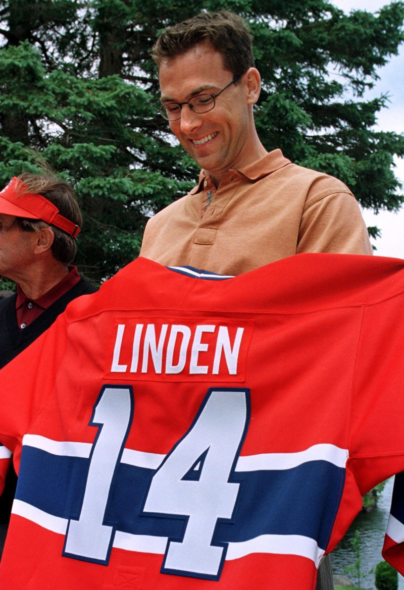Newly signed Montreal Canadiens Trevor Linden smiles as he holds up his jersey prior to a team golf tounament in Pine Hill, Que., June 15, 1999. Linden, a long time Vancouver Canucks, was traded from the New York Islanders for a first round draft choice. (CP PHOTO/Paul Chiasson)