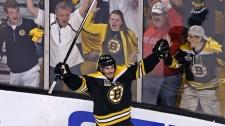 Boston Bruins left wing Loui Eriksson (21) celebra