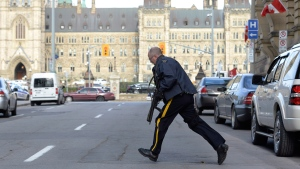 Police secure an area around Parliament Hill in Ottawa on Wednesday Oct. 22, 2014. (Adrian Wyld / THE CANADIAN PRESS/)