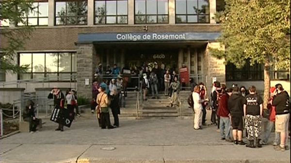 Protesters police face off at college de rosemont ctv for College rosemont piscine