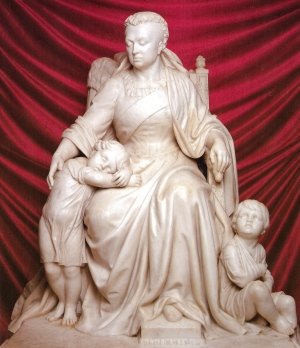 This Statue of Queen Victoria adorned the main entrance from 1893 until the 1950s. (Courtesy The Royal Vic by Neville Terry)
