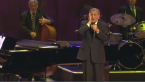 Tony Bennett had to cut short his show at the Montreal Casino (file photo)