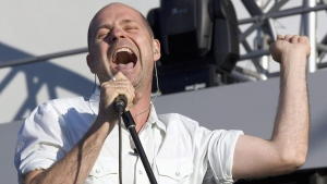 Gord Downie of The Tragically Hip performs in Moncton, N.B. on Sept. 3, 2005. (Paul Chiasson / The Canadian Press)