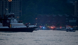 Search and rescue boats look for a small plane that went down in the Hudson River, Friday, May 27, 2016. (AP / Julie Jacobson)