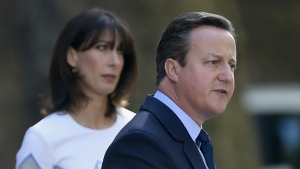 Britain's Prime Minister David Cameron speaks outside 10 Downing Street, London as his wife Samantha looks on Friday, June 24, 2016. (Lauren Hurley / PA)