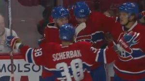 Teammates congratulate Markus Eisenschmid on scoring the first goal of the Canadiens pre-season (Sept. 26, 2016)