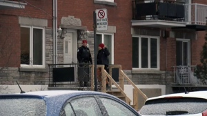 Montreal police outside a home on Ste. Catherine St. and 1st Ave. in PAT where a man was found murdered (Dec. 5, 2016)