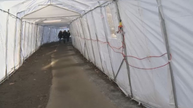 A 250-metre tunnel made of 40 tempos has been erected between the Universite de Montreal metro station and campus after delays in renovations to an underground tunnel.
