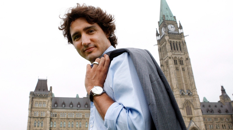 Liberal MP Justin Trudeau makes his way across the front lawn of Parliament Hill in Ottawa on Tuesday, June 19, 2012. (Sean Kilpatrick / THE CANADIAN PRESS)
