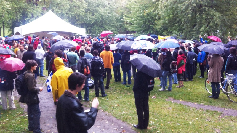 The rally started off slowly in the rain but gained steam as many more demonstrators arrived. (CTV Montreal Marc Doucette).